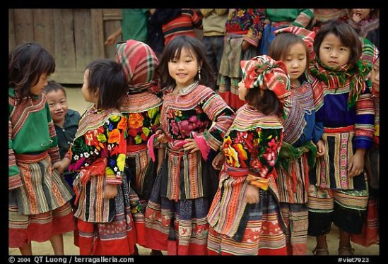 Flower Hmong schoolchildren. Bac Ha, Vietnam